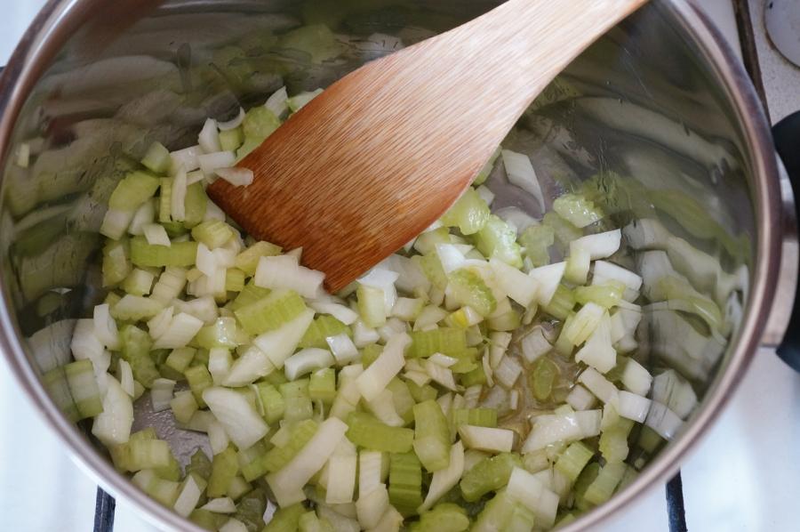 Томатный суп с рыбой - фото шаг 6