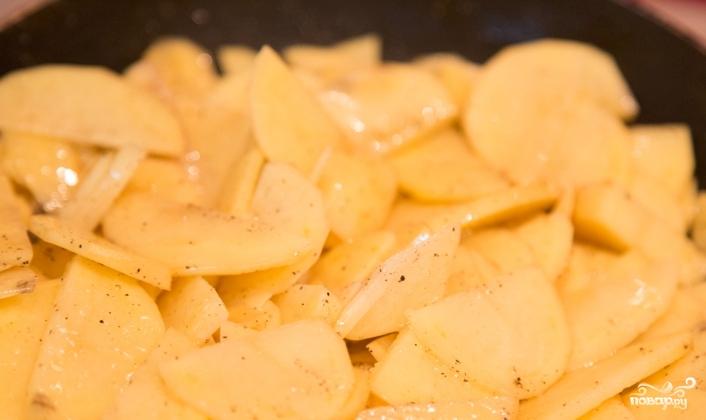 Жареный картофель с чесноком - фото шаг 2