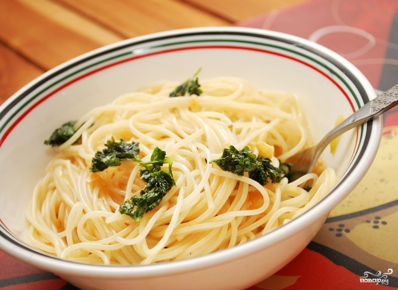 Спагетти с чесноком и маслом - фото шаг 7