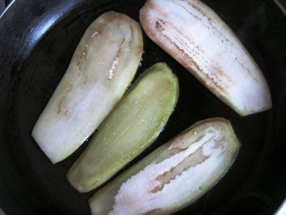 Рулеты из баклажанов с помидорами - фото шаг 2