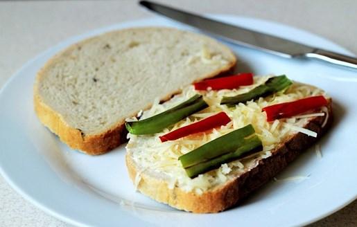 Бутерброды с сыром на сковороде - фото шаг 6