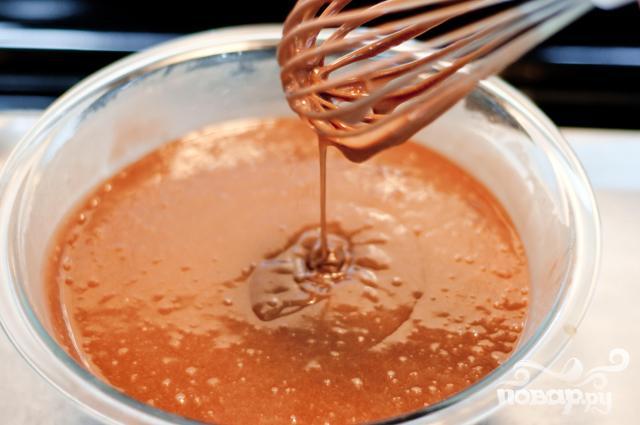 Шоколадный пирог с ореховой глазурью - фото шаг 2