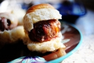 Сэндвичи с фрикадельками в беконе