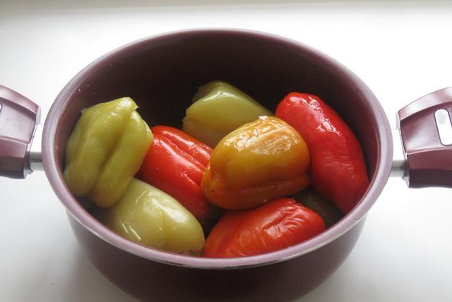 Фаршированный перец в сметанном соусе - фото шаг 3