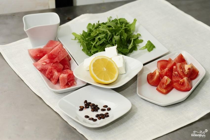 Салат из арбуза с помидорами - фото шаг 1