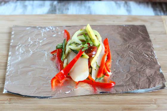 Камбала, запеченная с овощами - фото шаг 3