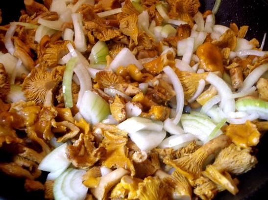 Рецепт Салат с лисичками и картофелем