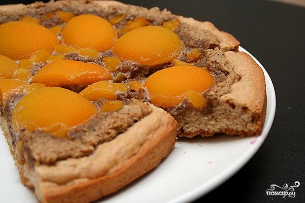 Пирог с грецкими орехами и абрикосами