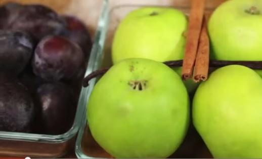 Рецепт Компот из слив и яблок