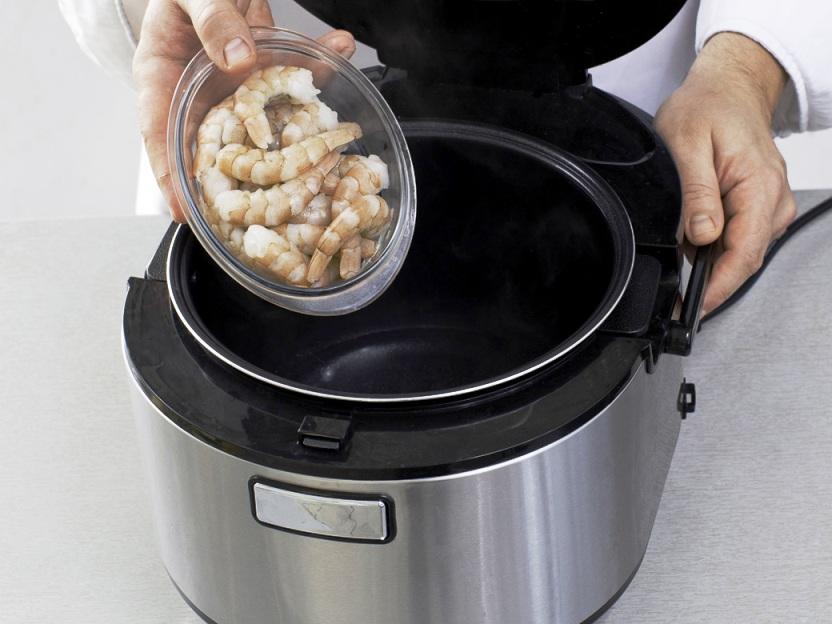 Простой суп из морепродуктов в мультиварке - фото шаг 2