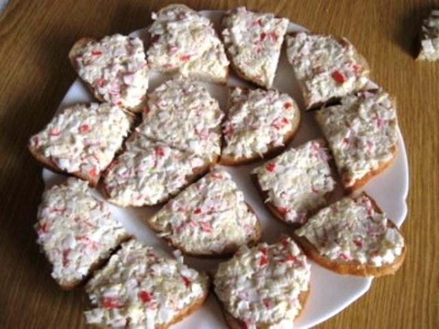 Бутерброды с крабовыми палочками   - фото шаг 4
