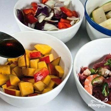 Теплый салат с манго и овощами - фото шаг 4
