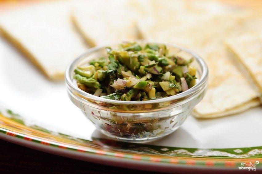 Простой салат из авокадо
