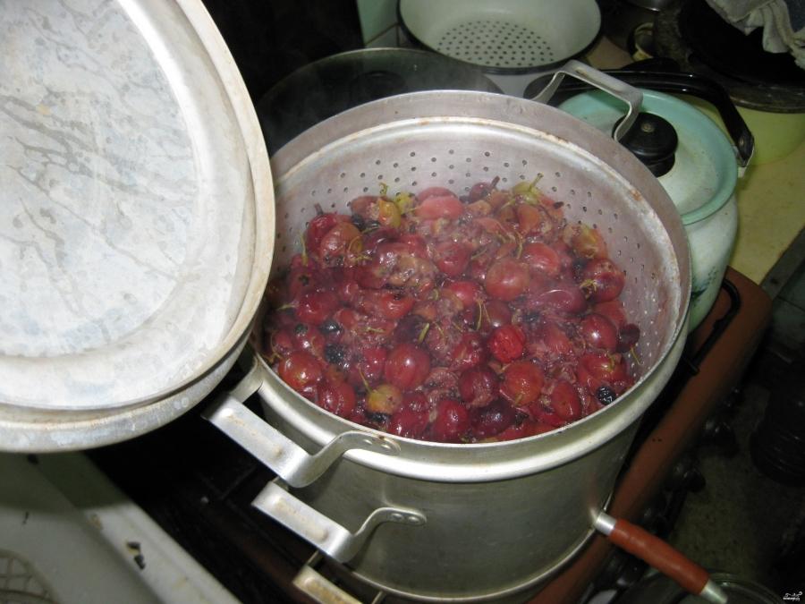 Рецепт Наливка из крыжовника и чёрной смородины