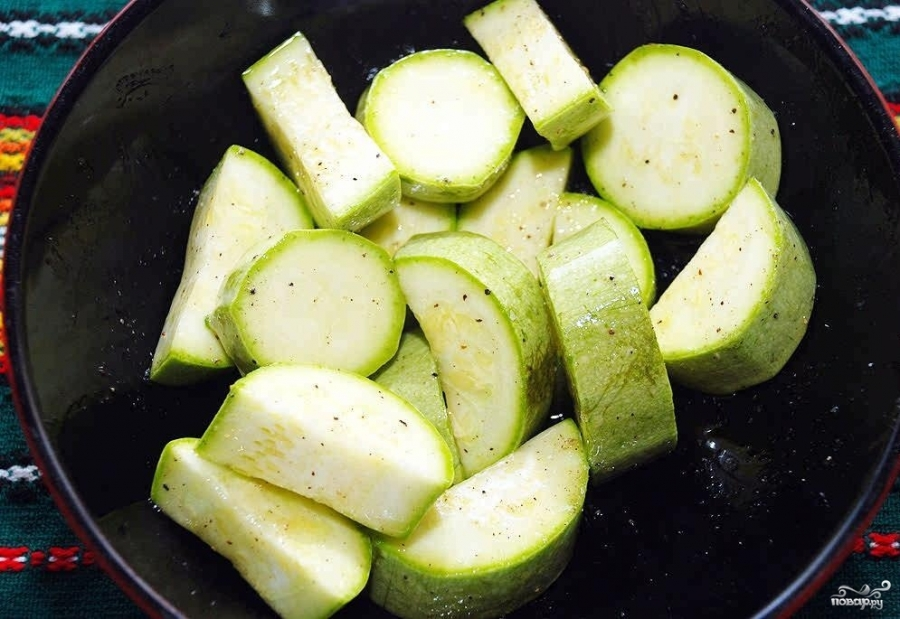 Скумбрия с овощами в духовке - фото шаг 5