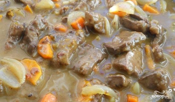 Говяжья печень тушеная с луком и морковью - фото шаг 3