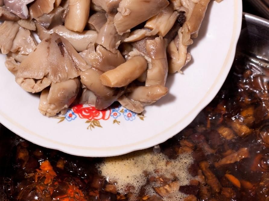 Суп из консервированных грибов   - фото шаг 9