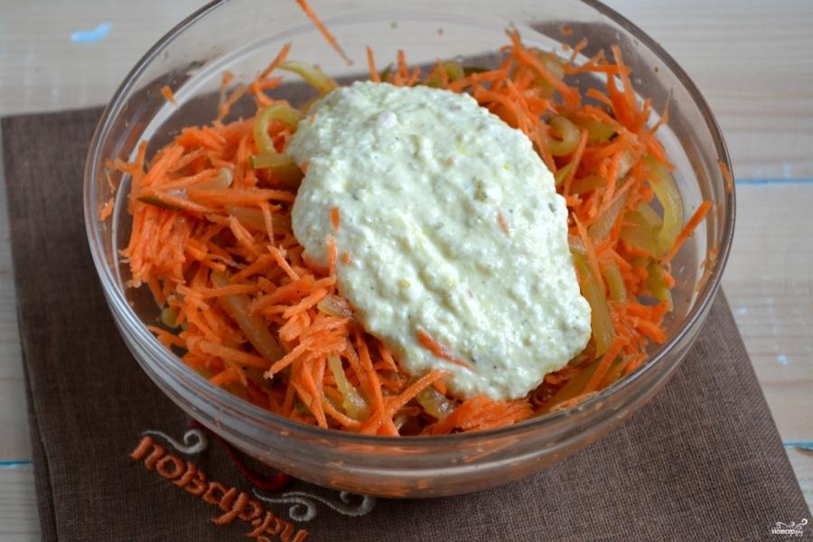 Салат из огурцов с морковкой по-корейски - фото шаг 8
