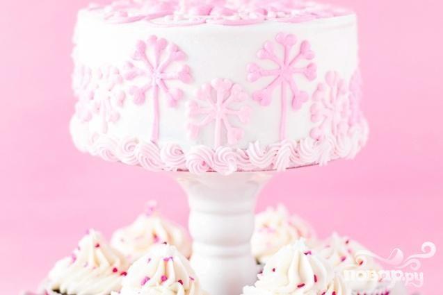 Клубничный торт с шоколадным кремом и глазурью
