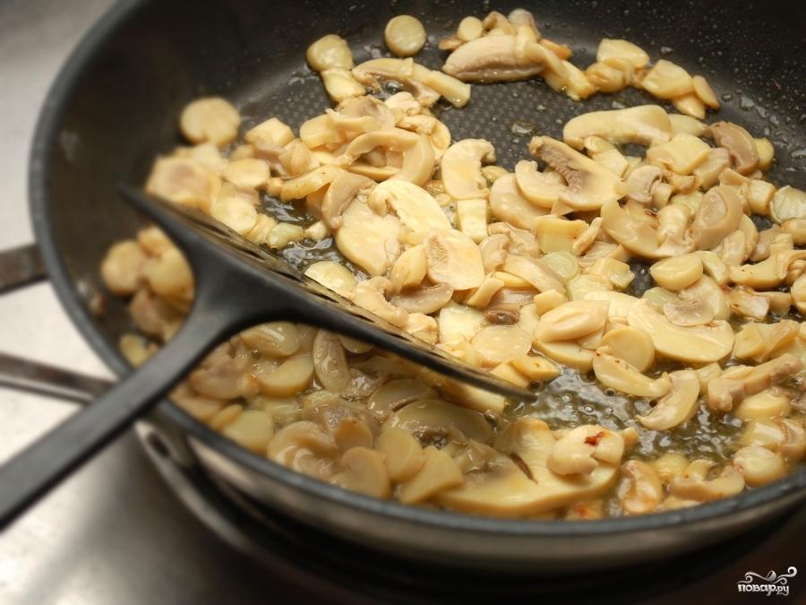 Куриная грудка в грибном соусе - фото шаг 7