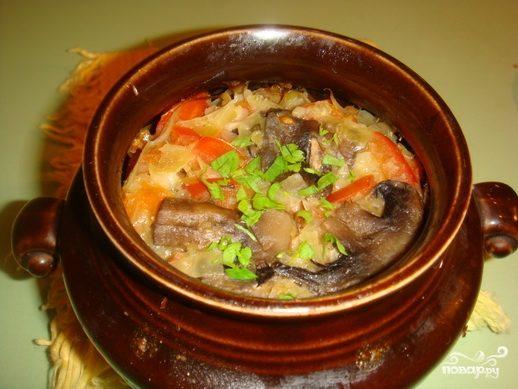 Овощи с грибами в горшочках