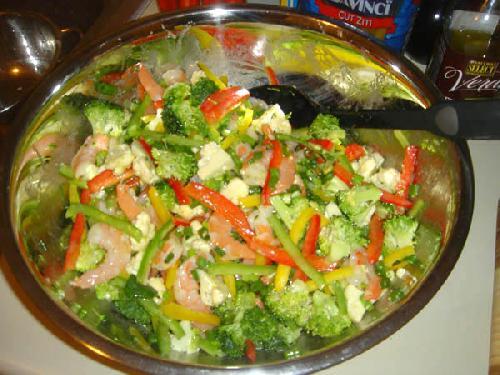 Овощной салат с креветками и лимоном - фото шаг 20