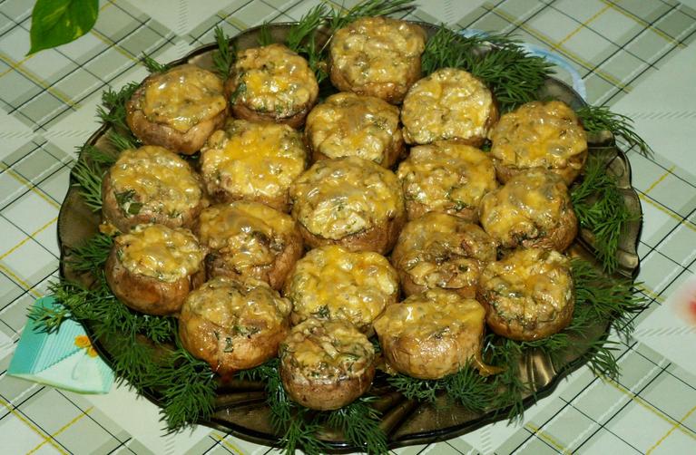 Грибы, запеченные под сыром - фото шаг 7