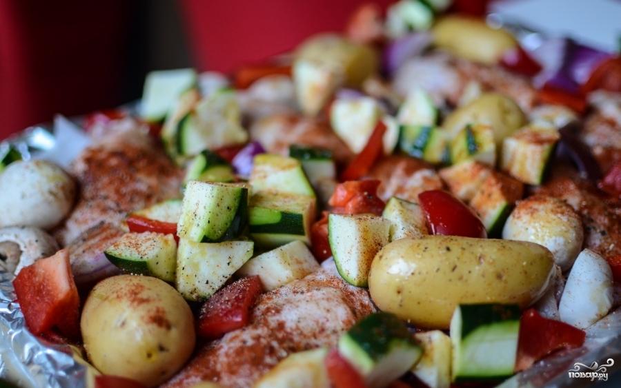 Курица, запеченная с овощами в духовке - фото шаг 4