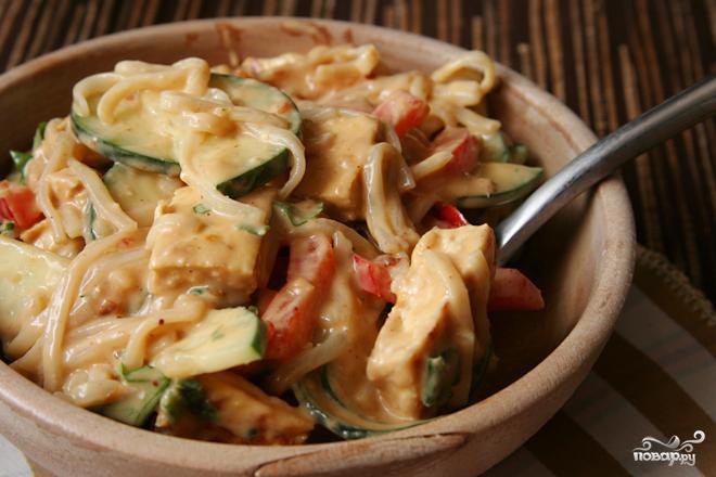 как приготовить салат из рисовой лапши с овощами