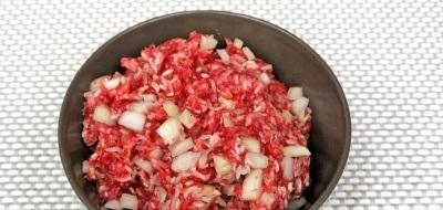 Кабачки, фаршированные мясом, в мультиварке - фото шаг 2