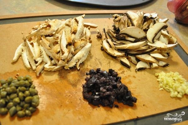 Салат с орехами и грибами - фото шаг 1