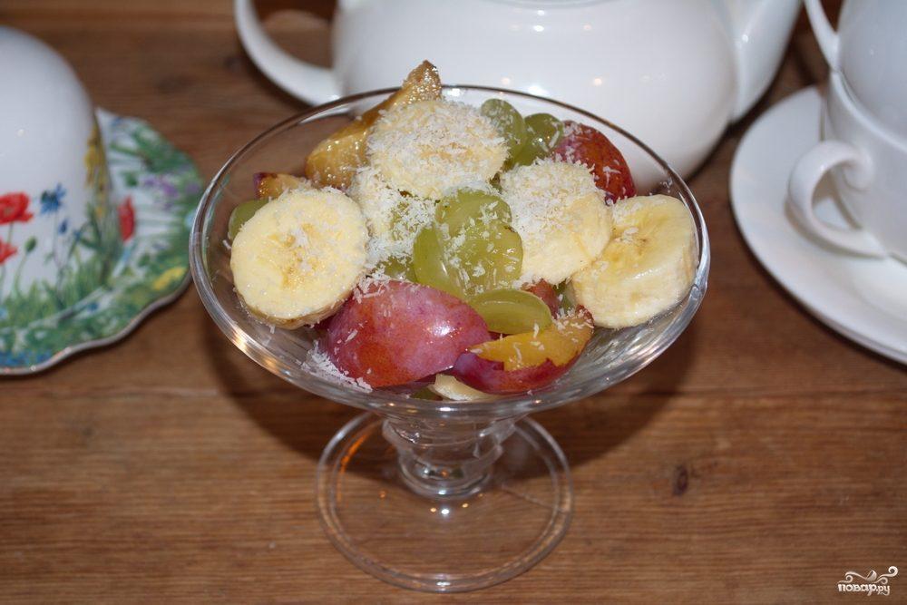 Сыроедческий салат из фруктов
