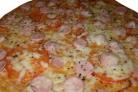 Пицца с сосиской и сыром