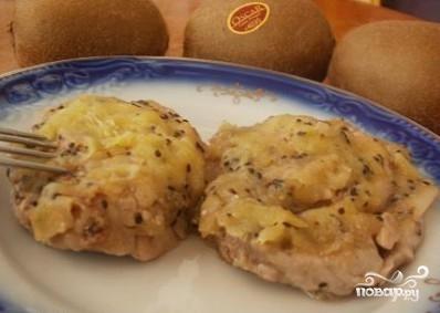 Мясо с киви в духовке