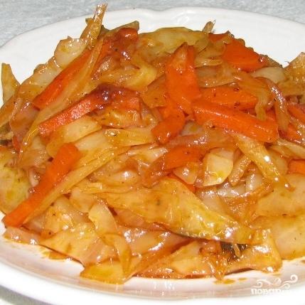 Тушеная капуста с морковью - фото шаг 7