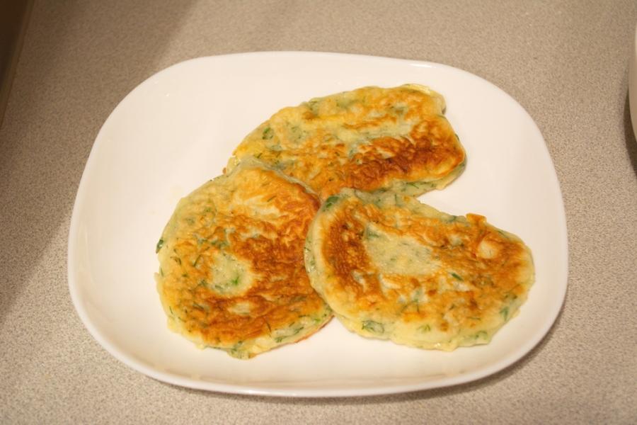 Оладьи с сыром и зеленью - фото шаг 4