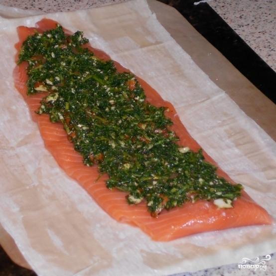 Простой пирог с красной рыбой - фото шаг 2