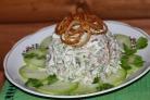 Салат з яловичиною та маринованими огірками рецепт