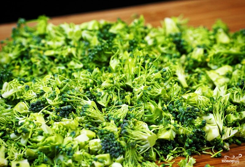 Салат из брокколи с изюмом и семечками - фото шаг 3