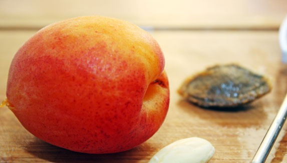 Сироп из абрикосового варенья для торта