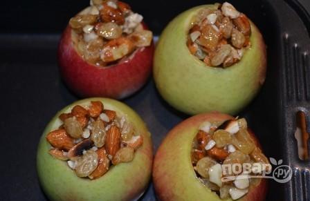 Фаршированные яблоки с медом - фото шаг 4