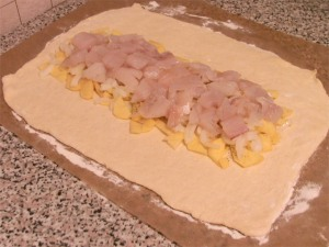 Рыбный пирог из слоеного теста - фото шаг 4