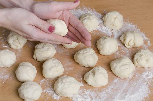 Воздушные пирожки в духовке - фото шаг 6
