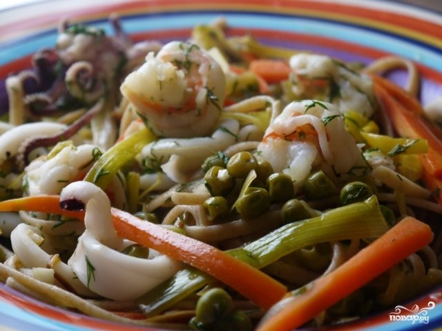 Вкусный салат с морским коктейлем - рецепт с фото - Своими 99