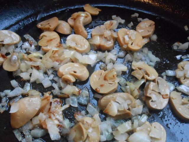 Блинчики с грибами и сыром - фото шаг 2