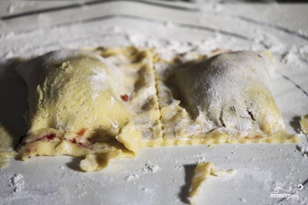 Пирожки с начинкой на выбор - фото шаг 5
