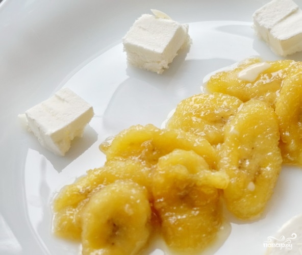 Банановый десерт с мороженым
