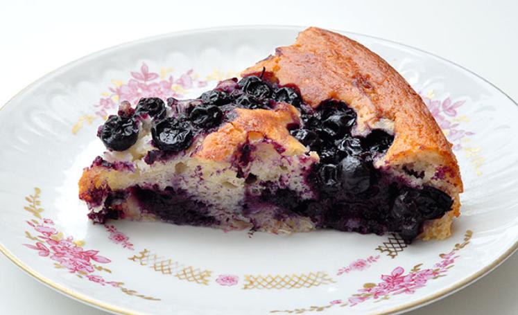 Пирог с чёрной смородиной и творогом рецепт