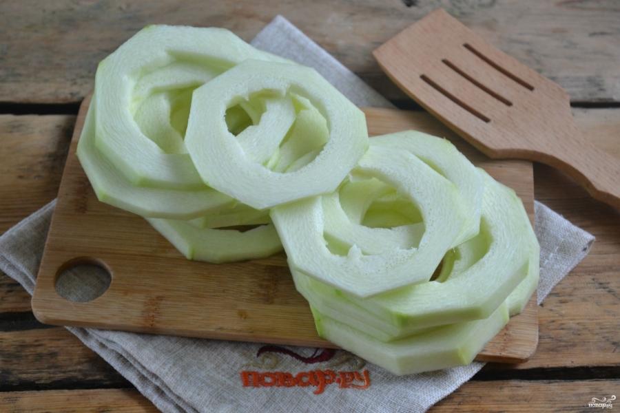 Кабачки в кляре на сковороде с чесноком - фото шаг 2
