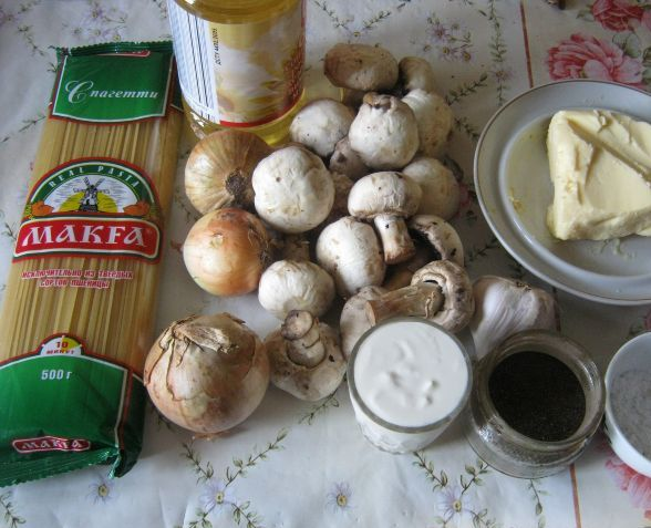 Спагетти под сливочным соусом - фото шаг 1